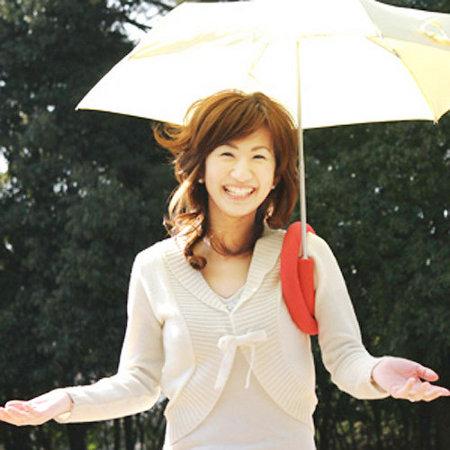 como-combinar-paraguas-paraguas-hombro