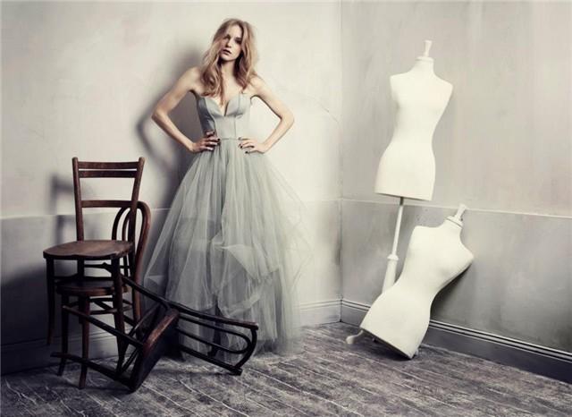 Cómo combinar vestidos de fiesta - Vestido de fiesta beige - Vestido invitada en una boda