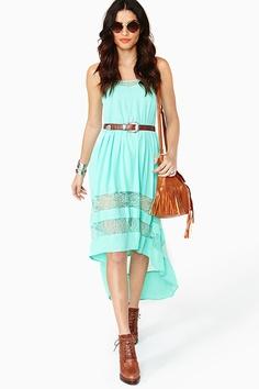 Cómo combinar vestido verde menta con color marrón