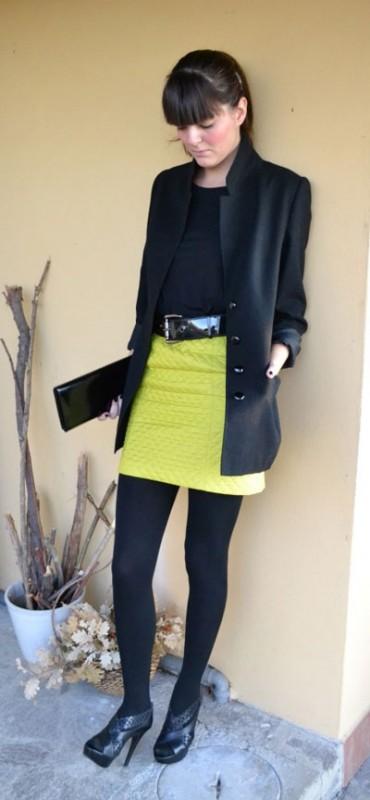 Cómo combinar ropa amarilla con color negro
