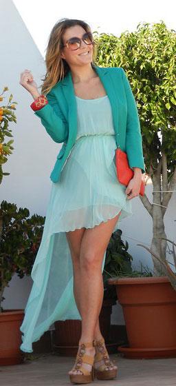 Cómo combinar vestido verde menta con color coral