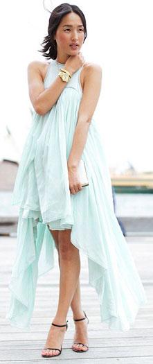 Cómo combinar vestido verde menta con color dorado