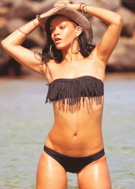 Cómo combinar bikini strapless de flecos