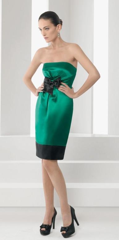 Cómo combinar un vestido verde con color negro