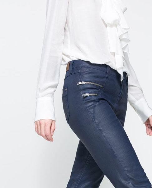 Cómo combinar pantalones pitillo azules- tendencias 2013