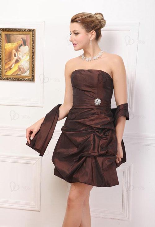 Cómo Combinar vestido de fiesta marrón con plateado