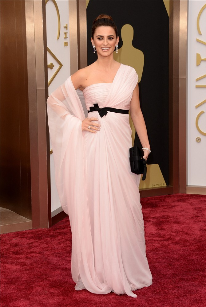 Oscar 2014: actrices lucen sus vestidos de diseño en la alfombra roja.