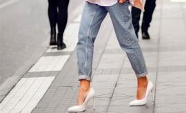 ¿Vuelven los zapatos blancos? Aprende a combinarlos