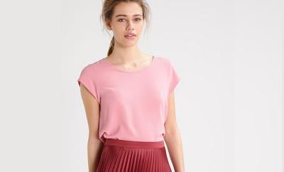 cómo combinar el rosa y rojo en tu ropa