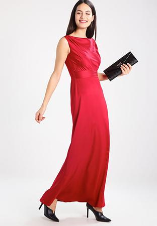 look de invitada de boda vestido largo rojo