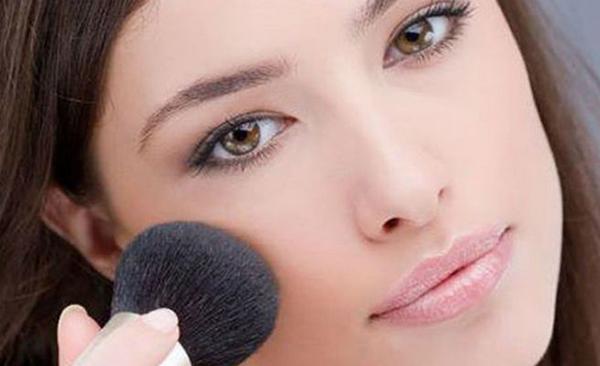 maquillaje exprés pintalabios natural