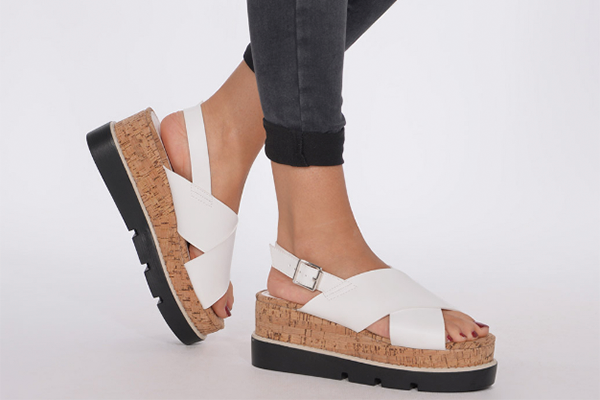 Trender : Sandalia blanca de plataforma con hebillas