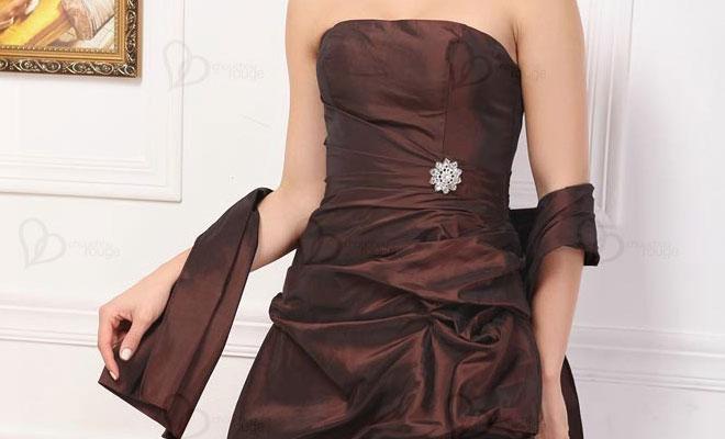 Combinar vestido negro para boda de noche
